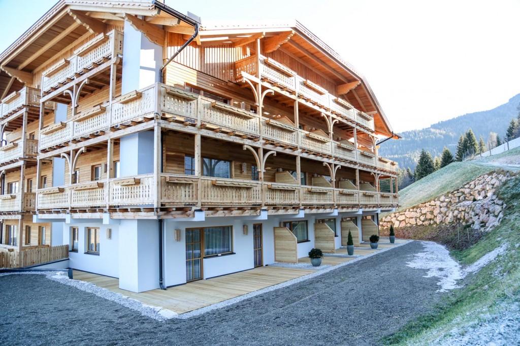 Lärchenholzbalkon-Kastenstockfenster