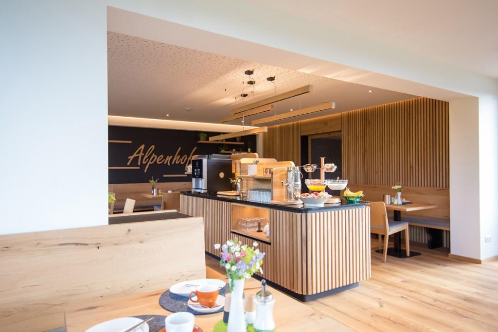 Eichenlamellen-Buffet-Interiordesign-Schladming Dachstein